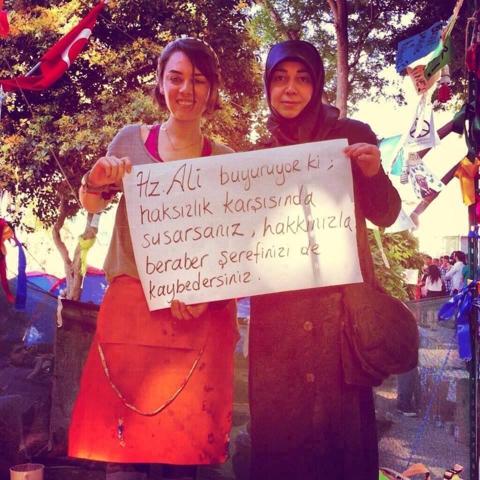 Алавитки с площади Таксим.