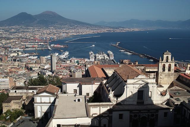 Неаполь на фоне Везувия. Nicolas Vigier 2010
