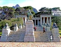 Кейптаун. Мемориал Сессилу Родсу на фоне пика Дьявола.