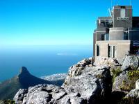 Кейптаун. Столовая гора - вид на остров Роббен.