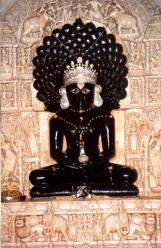 Раджастхан. Статуя махавиры в Лудерве.