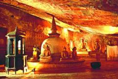 Дамбулла. Внутри храма.